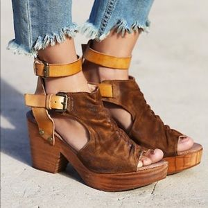 FREE PEOPLE - Sacramento Clogs, size 9